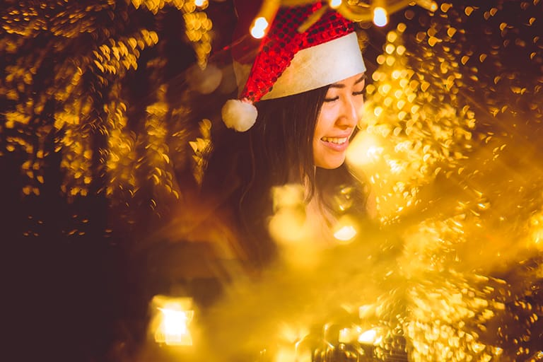 fractals-girl-christmas-lights-yellow